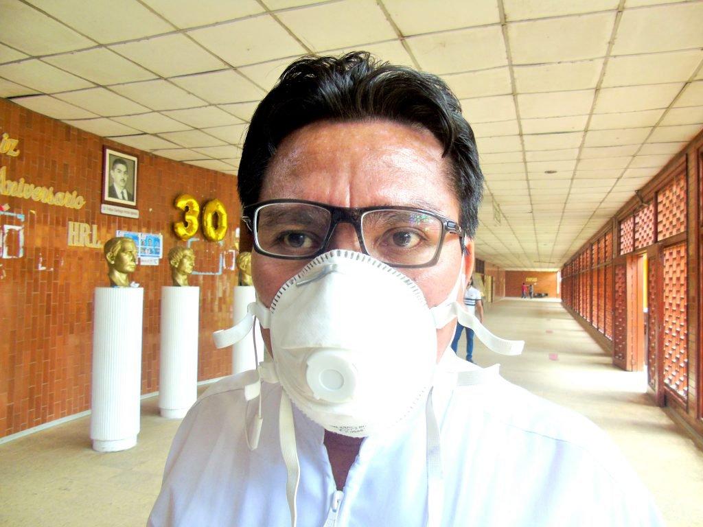 Además de contener la pandemia desde el Hospital Regional de Loreto, el doctor Juan Carlos Celis combate la desinformación desde sus redes sociales.
